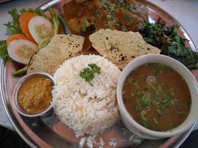 la cuisine traditionnelle népalaise et le dal bhat – uniraid